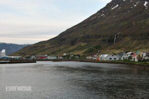 Walking on a warm wooden floor as in Eskifjordur